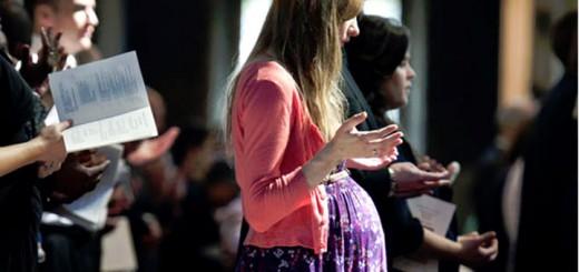 Почему беременным нельзя ходить в церковь?