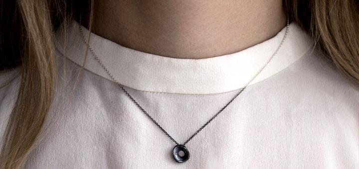 Почему пожелтел серебряный крестик